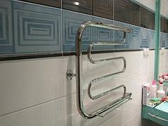 Установка-полотенцесушителя-в-ванной-комнате-1